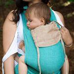 Mama mit Kind in GIRASOL MySol Caribe Babytrage Nahaufnahme