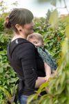 Mami mit Kind in Fräulein Hübsch Mei Tai Stars All Over Grün Babytrage 3