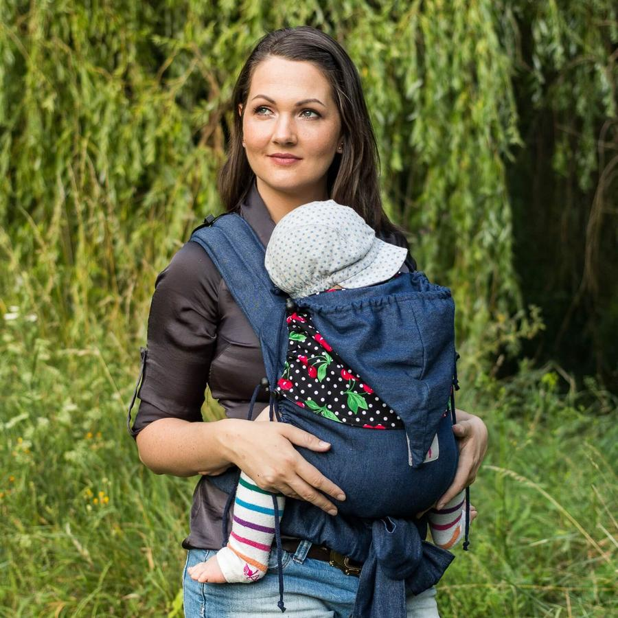 Mutter mit Baby in der JoNoBaby Mei Tai